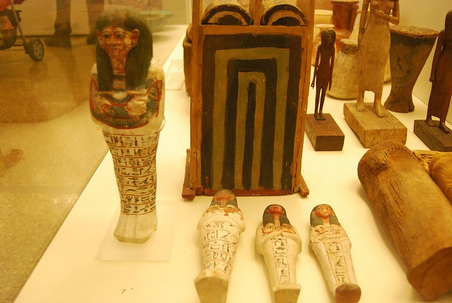 shabtis and shabti box